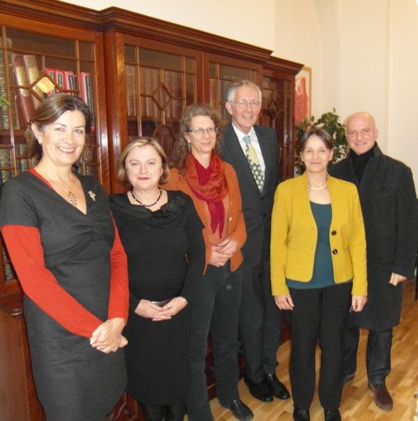 Table ronde à l'Institut français le 10 décembre 2013 - (g. à d.) : Teresa Tinsley, Bernadette Holmes, Gaby Meier, Neil Jones, Kathy Wicksteed, Roberto Filippi