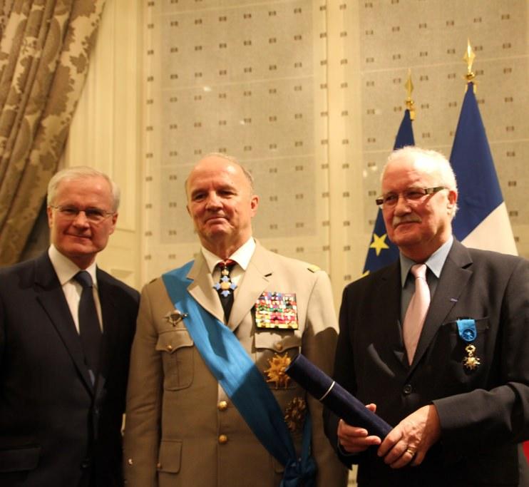 Bernard Emié, ambassadeur de France, le général Jean-Louis Georgelin et Yvon Besnard à la Résidence de France, le 28 mars 2014
