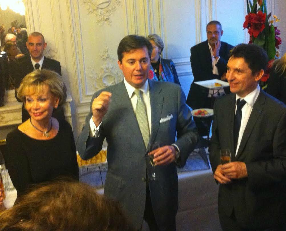 Soirée de victoire au Sénat ce soir : le sénateur Christophe Frassa entouré de ses deux nouveaux collègues, Jacky Deromedi et Olivier Cadic.