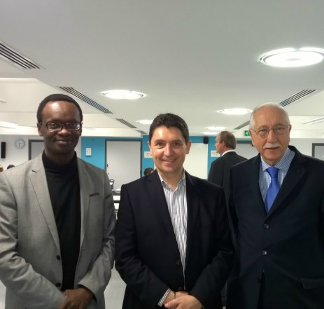 Londres, le 23-11-2014 : Roch Miambanzila, délégué consulaire de Londres, Olivier Cadic et Louis Duvernois. Les écoles Flam du Royaume-Uni pourront bénéficier des livres d'Adiflor en 2015