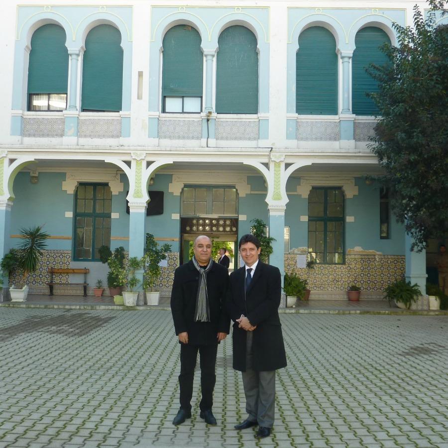 Le professeur Mahfoud Benosmane, directeur de la réputée Ecole préparatoire en sciences économique (EPSE) en arrière-plan, et Olivier Cadic