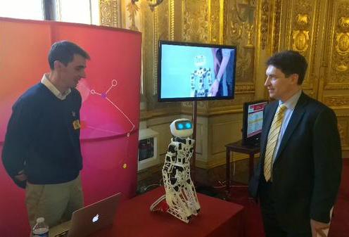 Ma rencontre avec Poppy, petit robot humanoïde et open source