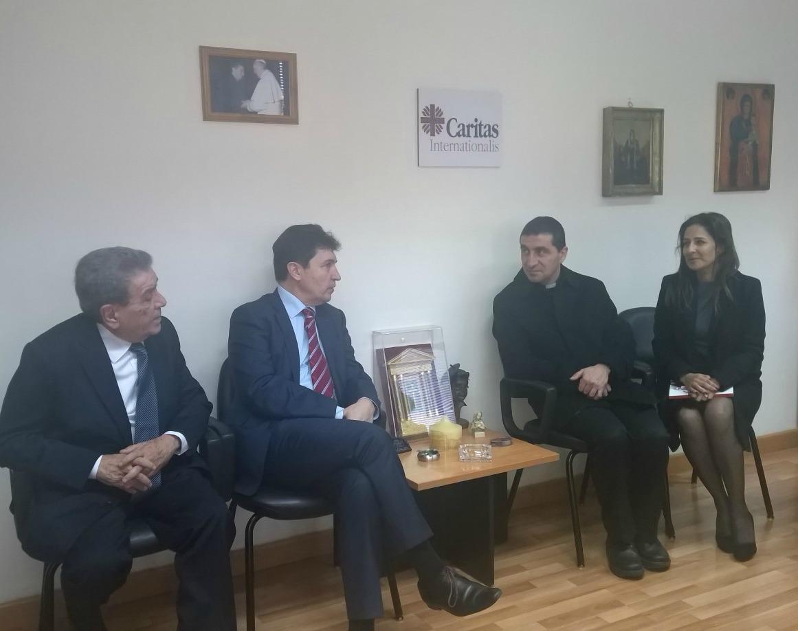 Joseph Farah, président de Caritas MONA, Olivier Cadic, le père Paul Karam, président de Caritas Liban et Patricia Elias Smida, avocate et déléguée UDI-Liban