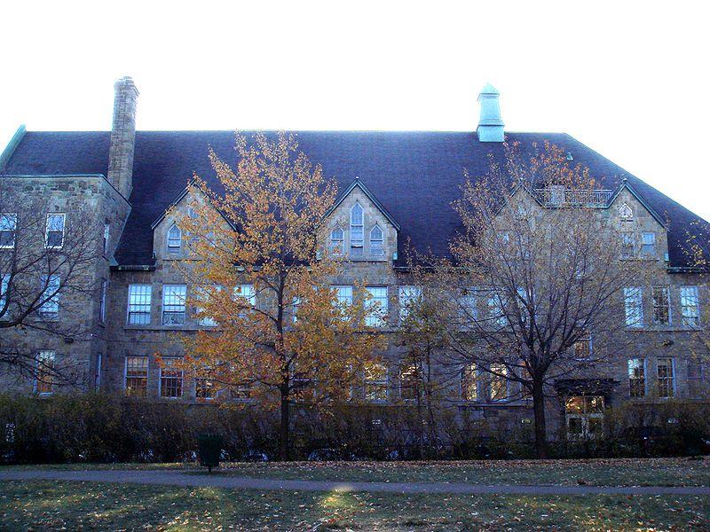 le collège Stanislas de Montréal, créé en 1938, accueille près de 3000 élèves de la maternelle à la terminale