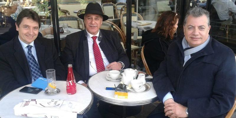 Rencontre à Paris avec Fares Boueiz (au centre de l'image) et Fadi Comair. M. Boueiz occupa le poste de ministre des Affaires étrangères du Liban (1990-98) et celui de ministre de l'Environnement (2003-04).