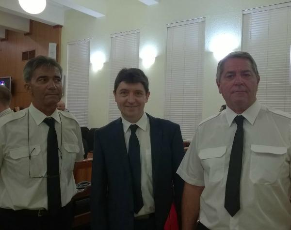 En compagnie des deux pilotes du Falcon 50 : Bruno Odos,  et Pascal Fauret. Les deux pilotes