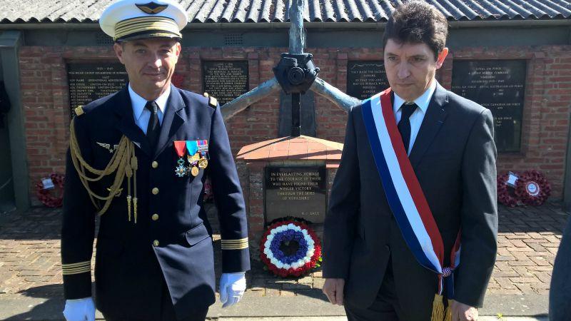 Avec le colonel de l'armée de l'air Patrice Morand, nous avons déposé une gerbe à la mémoire des équipages français qui ont sacrifié leur vie pour vaincre la barbarie nazie.