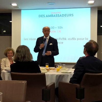 """""""Les visas, outils d'attractivité, outils pour la croissance"""", rencontre animée par le ministre Laurent Fabius."""