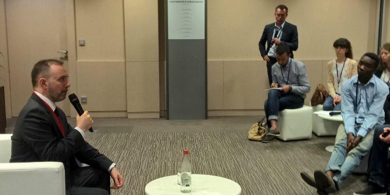 """Christian Nakhlé, ambassadeur de France au Koweït, au cours des """"Confidences d'ambassadeurs"""" a suscité des échanges sur son expérience et son parcours"""