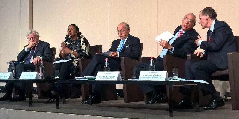(de g. à d) : Pierre Vimont, secrétaire général exécutif du Service européen pour l'action extérieure ; Amina Mohamed, ministre des Affaires étrangères du Kenya ; Laurent Fabius, ministre des Affaires étrangères ; José Angel Gurria, secrétaire général de l'OCDE, Christian Masset, secrétaire général du MAEDI.