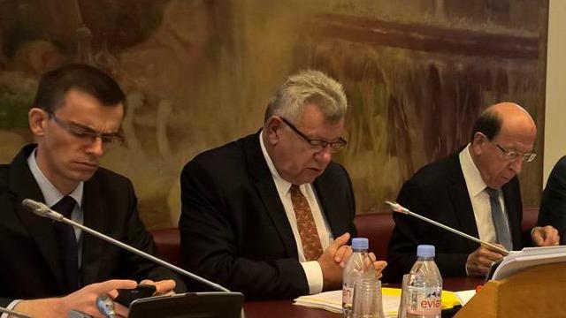 Au centre : Christian Eckert, secrétaire d'État au budget, devant la commission des Affaires sociales.